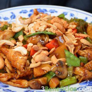 Comida típica china con variedad de semillas y vegetales